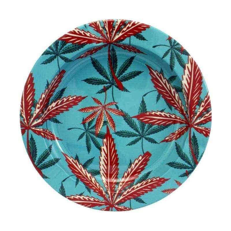 Imagen del cenicero TA28 con las hojas de marihuana rojas en agua